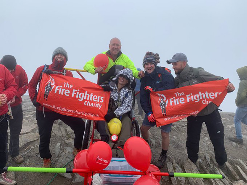 Paralysed firefighter Vicki makes it to the summit of Snowdon in specially-built chariot with help from Cheshire lifesavers