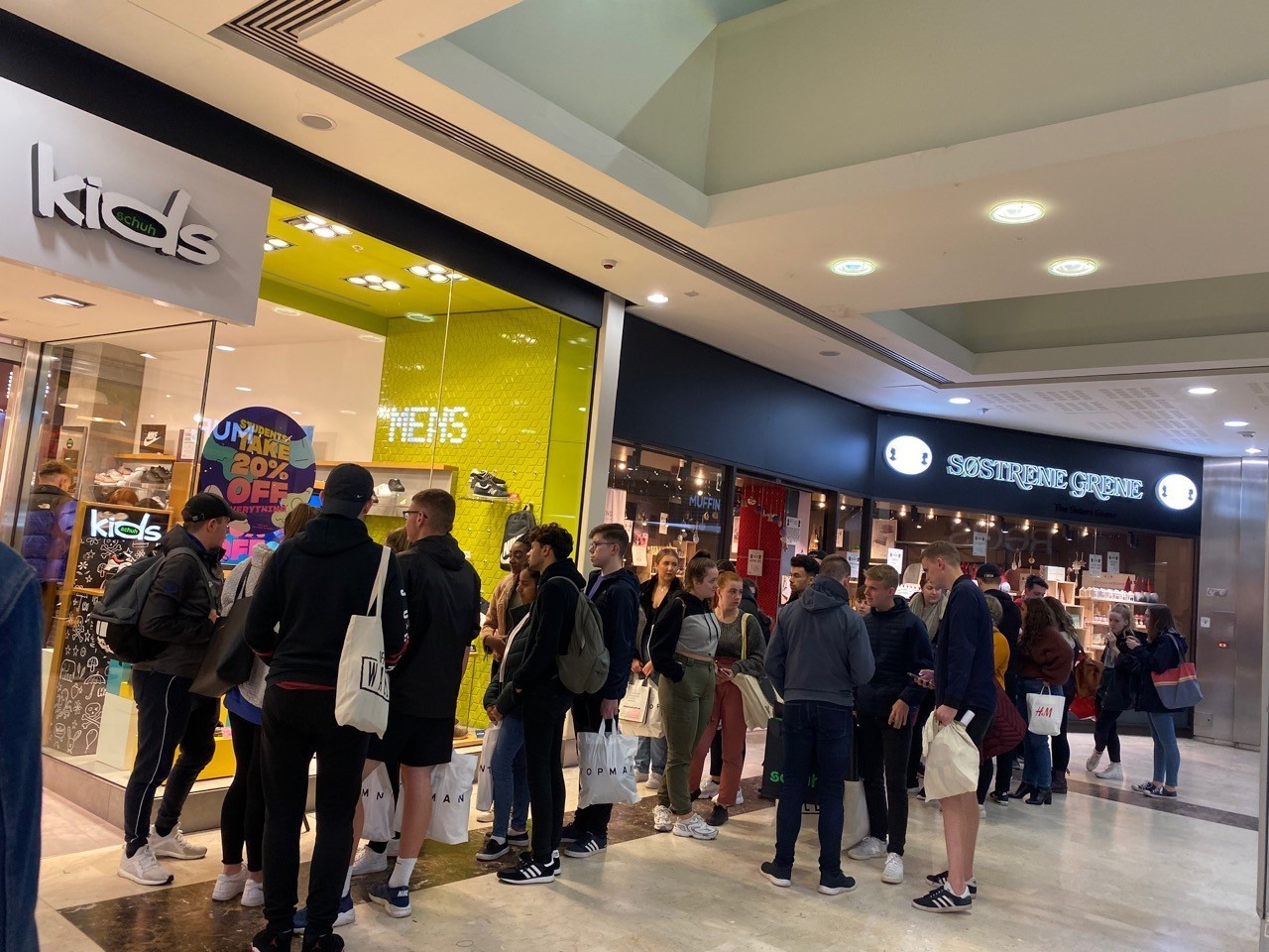Thousands of students enjoy giveaways and discounts in Grosvenor Shopping Centre Chester takeover