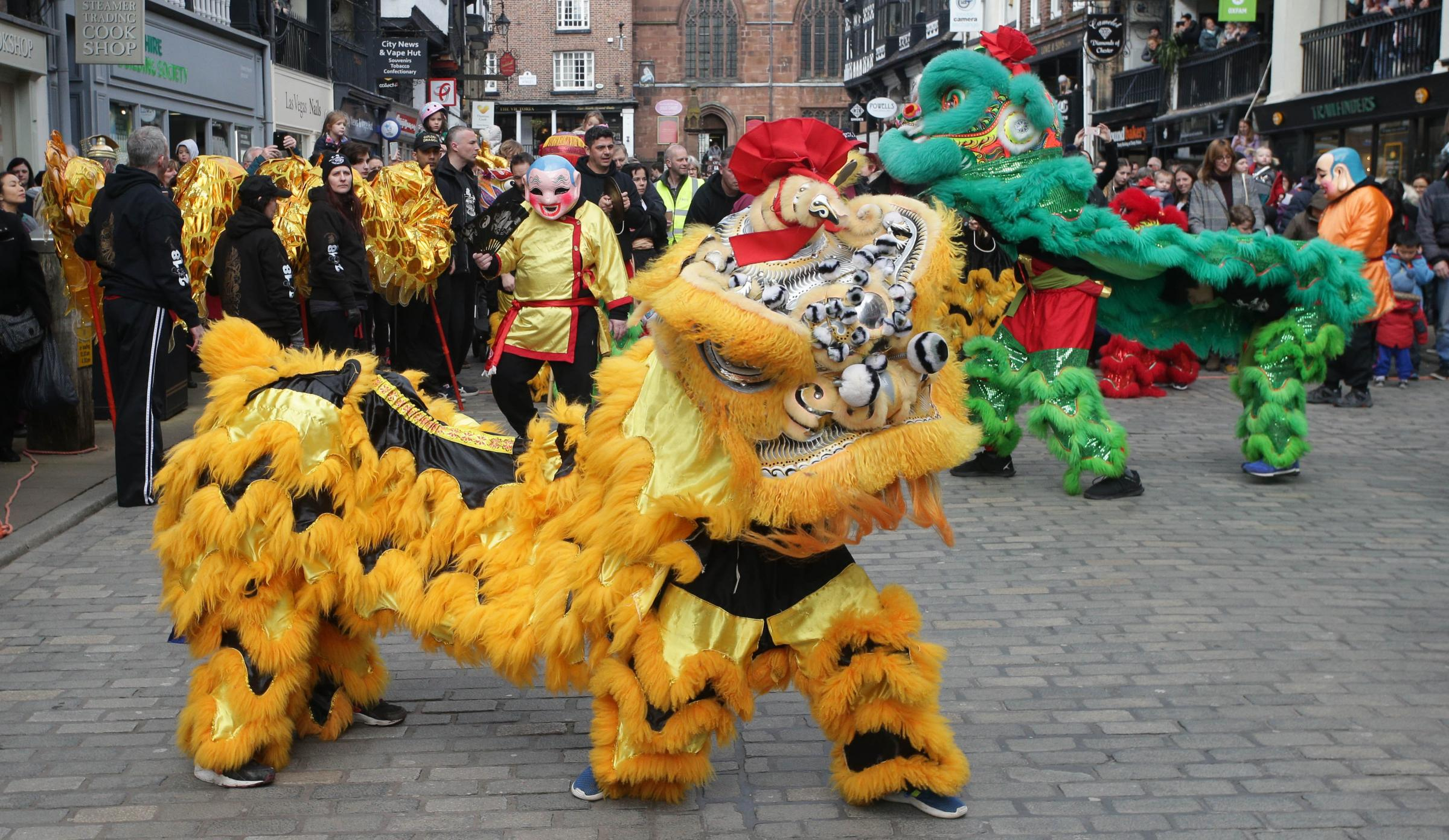 RM170218cChesterChinese New Year CelebrationsGong hei fat choyYear of the  dogWah Lei Chinese AssociationWaking the dragon in the streets of Chester