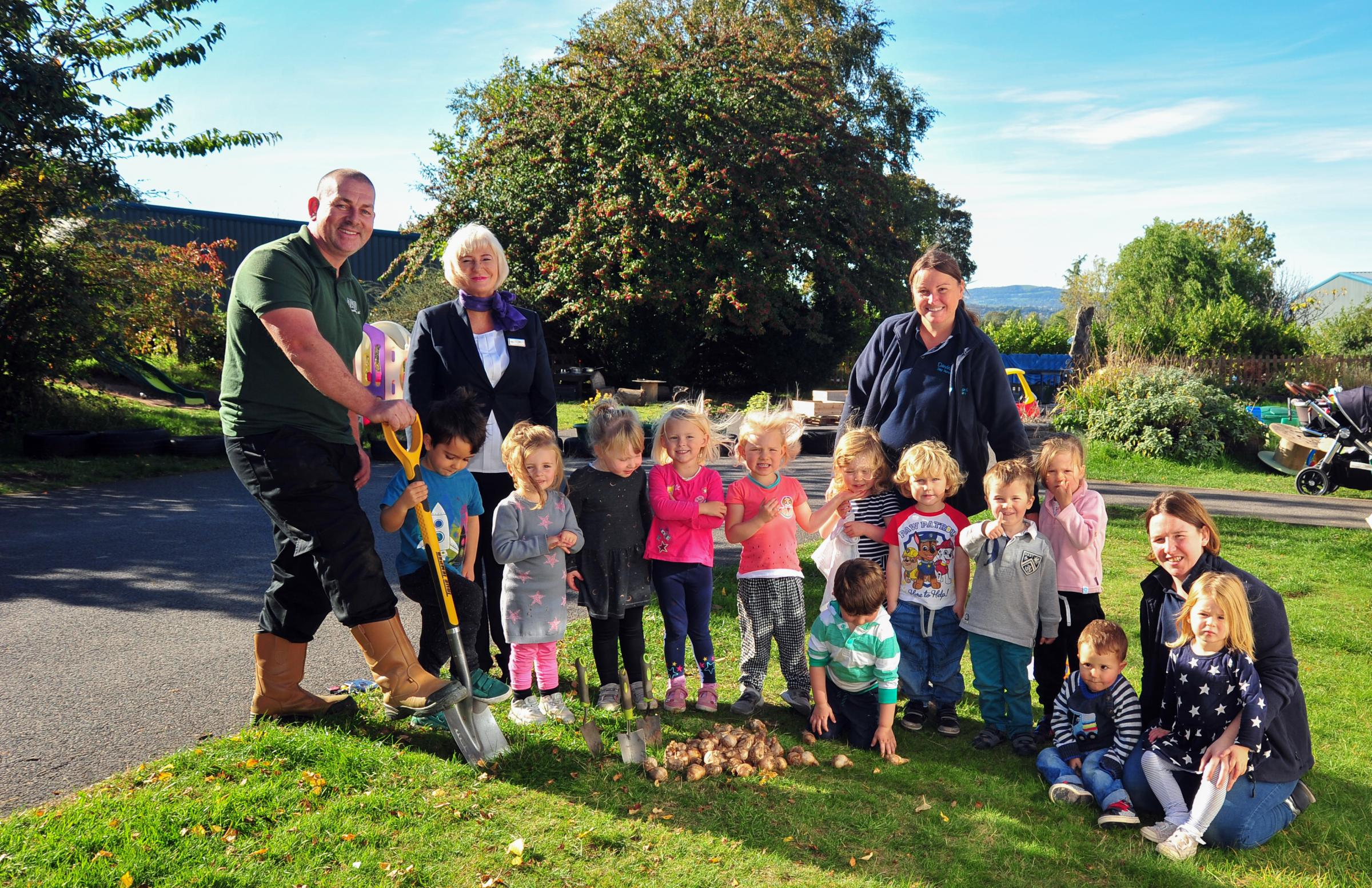 Children in Farndon planting daffodil bulbs with Taylor Wimpey.